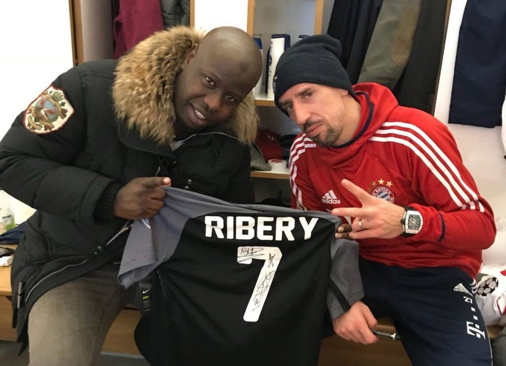 Ribery con la camiseta de ACCS.